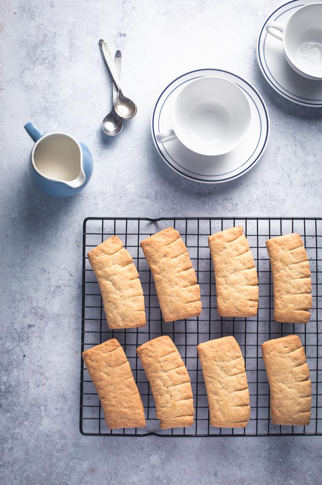 Kampanisu tai torttu on pohjoisen kahvileipä. Eri alueilla ja eri leipojilla ovat omat reseptinsä, mutta kaikkia yhdistää kampanisun ulkonäkö.