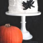 Halloweenin verkkoaan kutova hämähäkki