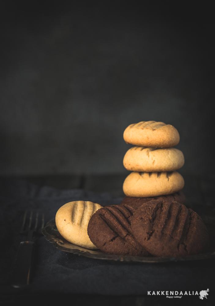 Vaaleiden haarukkakeksien ohje on alun perin vanhasta punaisesta Cordon Bleu -kirjasta. Sittemmin keksit tunnetaan englantilaisen keittiögurun Mary Berryn nimellä.