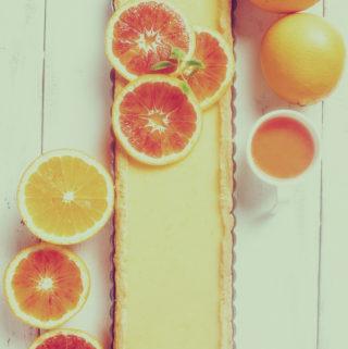 Veriappelsiinin sesonki on parhaimmillaan alkukeväällä. Kirpeä, appelsiinia lähellä oleva maku pyöristyy makeassa piiraassa pehmeäksi.