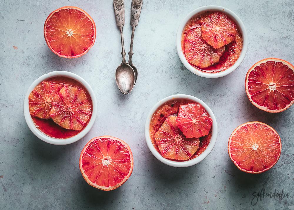 Crème brûlée saa uuden ulkoasun kun se koristellaan veriappelsiinilla. Veriappelsiinin voi myös karamellisoida sokerisiirapissa ja koristella sillä valmiin crème brûléen.